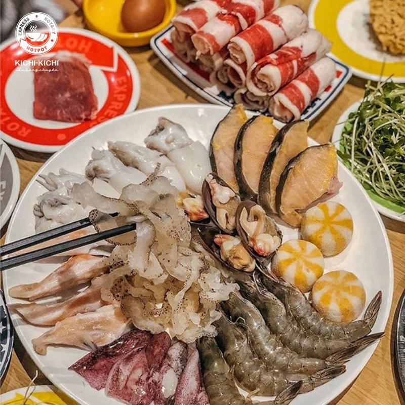 Đến với nhà hàng Kichi Kichi bạn sẽ cảm nhận được một không khí sôi động như mùi vị của các món ăn hòa quyện nhau.