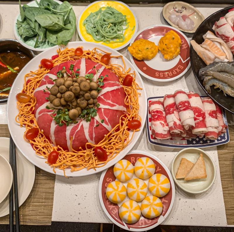 Kichi Kichi - nơi có lẩu băng chuyền bất tận với hơn 60 món nhúng đủ loại từ thịt bò nhập khẩu