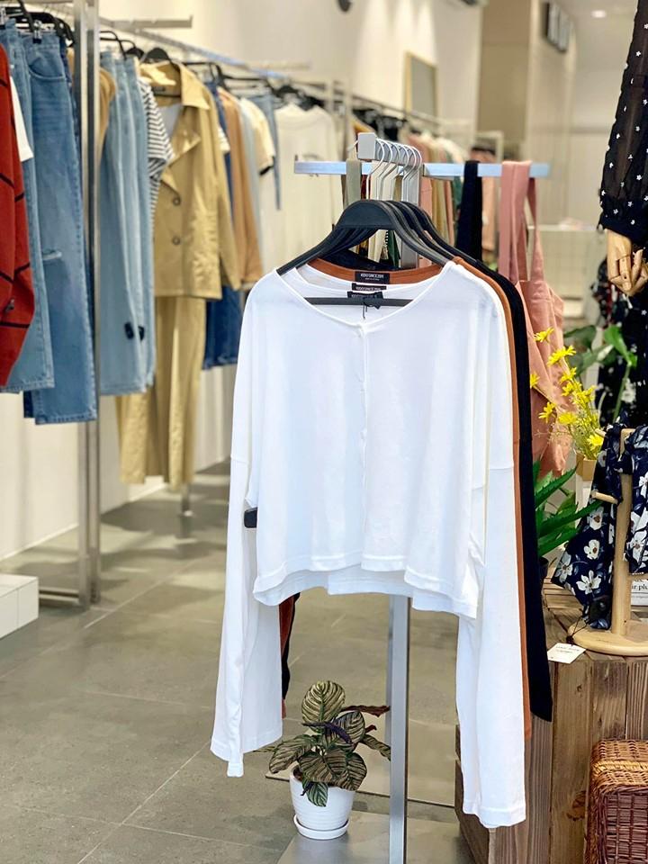 Kido's là một trong shop bán quần áo hot nhất  với 400k lượt theo dõi trên instagram và các mẫu mã quần áo hết hàng nhanh chóng ngay khi vừa ra mắt
