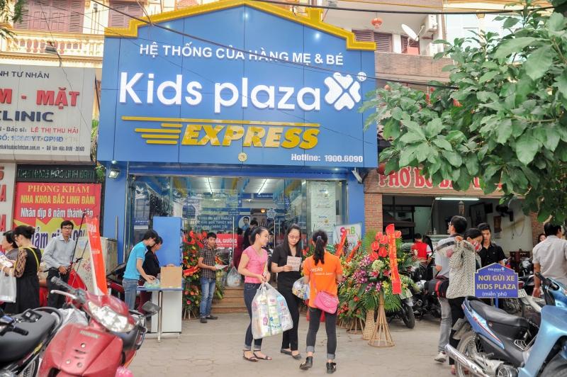 Một chi nhánh của Kids Plaza tấp nập trong ngày khai trương.