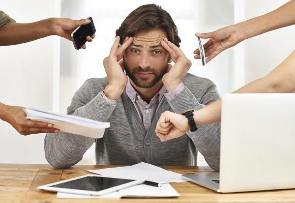 Bạn cần kiểm soát thông tin bạn nhận được để tránh bị phân tâm dẫn đến bị stress khi làm việc.