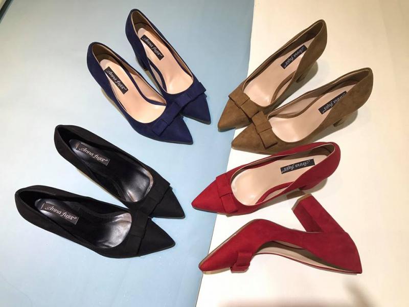 Kiểm tra, vệ sinh giày dép thường xuyên