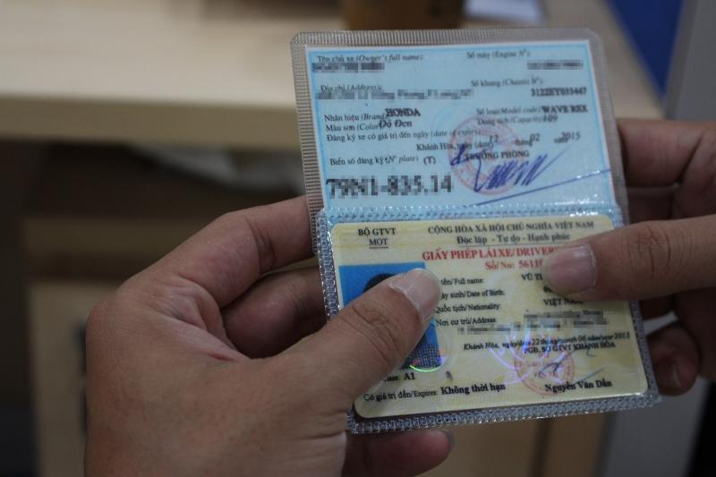 Kiểm tra giấy tờ xe
