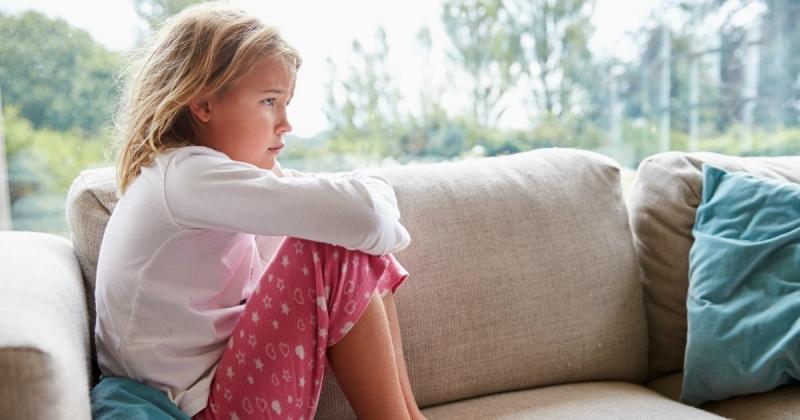 Cần kiểm tra những thương tổn trên cơ thể con để có biện pháp xử lý kịp thời