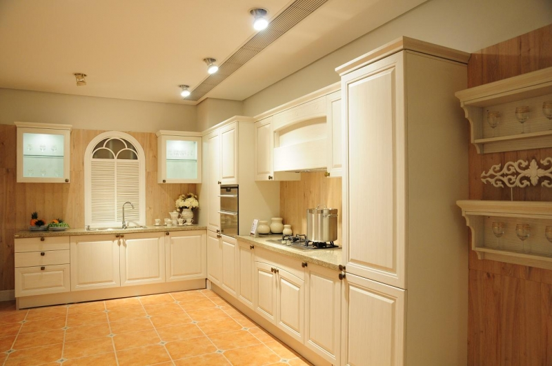 Nên dùng các loại đèn có ánh sáng mạnh và rõ cho căn bếp