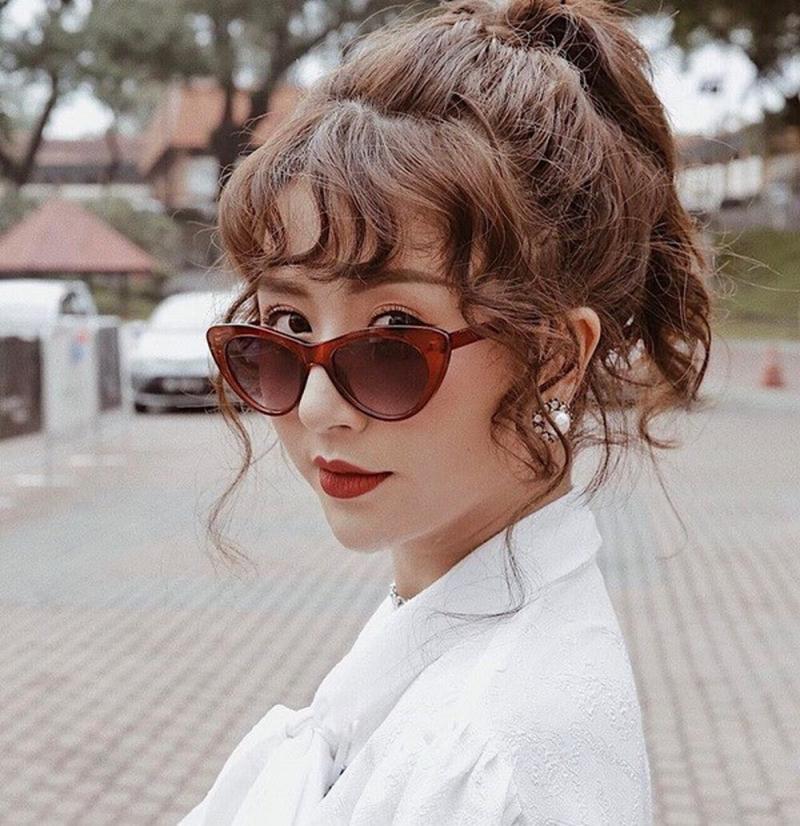 Hotgirl Quỳnh Anh Shyn để tóc mái xoăn