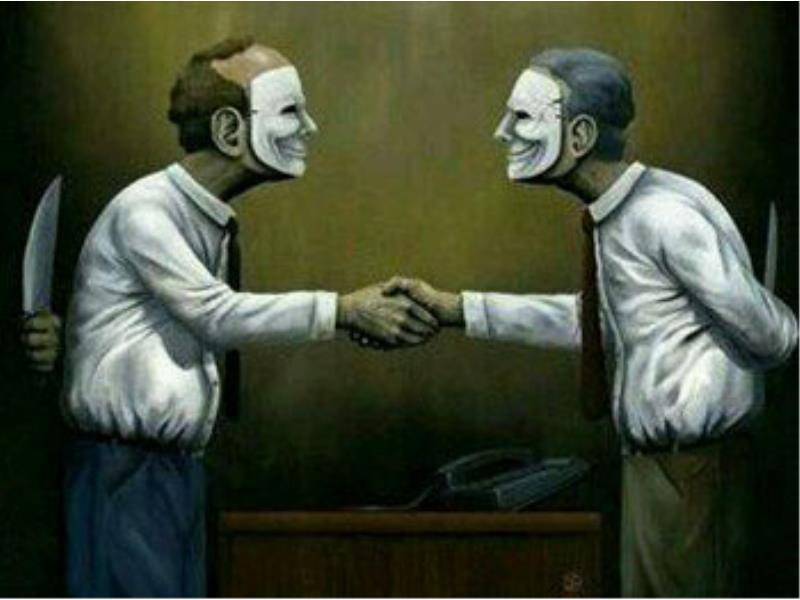 Người hai mặt cần tránh xa