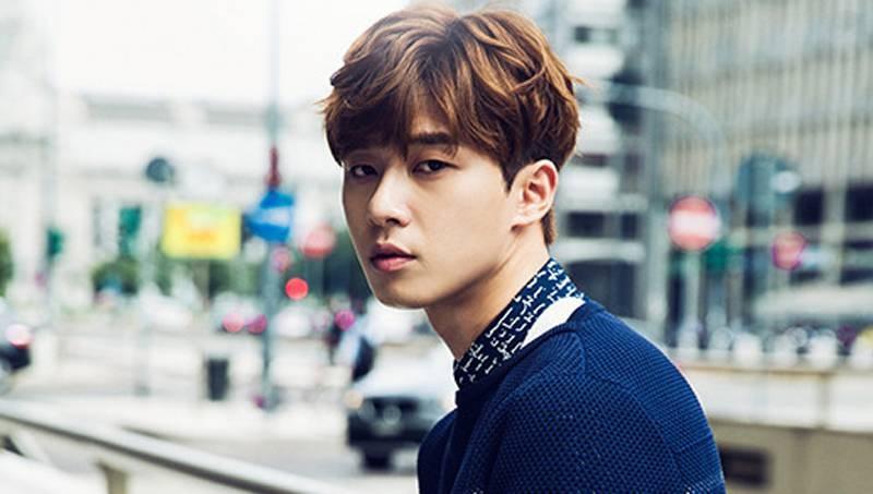 Kiểu tóc xoăn hàn quốc thu hút ánh nhìn của nam diễn viên Park Seo Joon