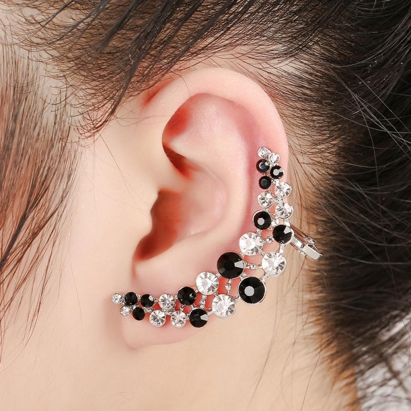 Ôm hết cả vành tai như này trông thật cool.