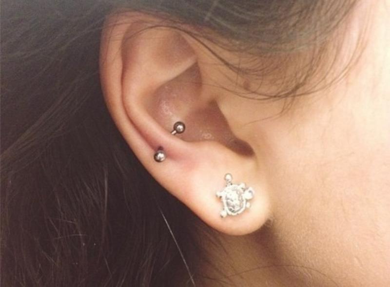 Thùy tai trên là một điểm ưa thích các bạn nữ khi đi bấm tai.