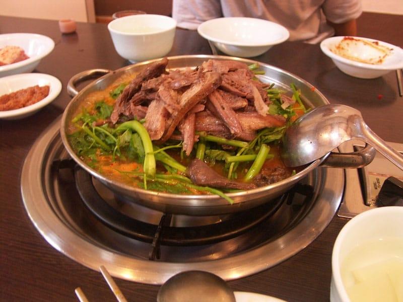 Thịt chó được coi là một loại thực phẩm gia tăng sự dẻo dai cho cơ thể