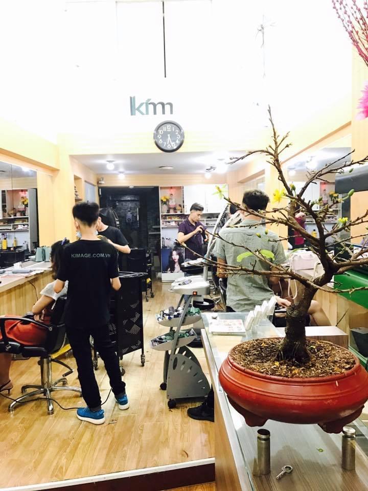 Kim Hair Salon thường xuyên đông khách