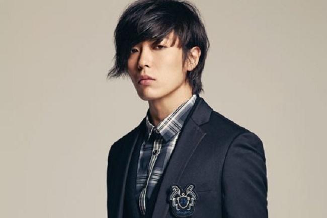Sở hữu nét đẹp băng lãnh đậm chất Nhật Bản nên Kim Jae Wook thường xuyên được lựa chọn cho vai người Nhật trong các phim điện ảnh Hàn Quốc