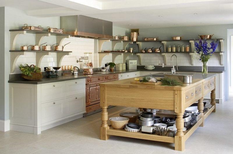 Các mẹ cũng có thể trang trí lại căn bếp nhà mình với đồ vật bằng đồng, rất sang trọng và hút mắt