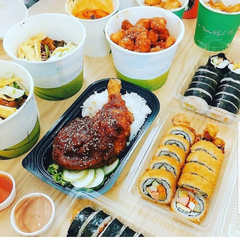 Để thuận tiện cho khách hàng hơn, Kim Phans Food còn có 9 combo 3 món giá khá bình dân, dao động 100.000 đồng - 120.000 đồng.