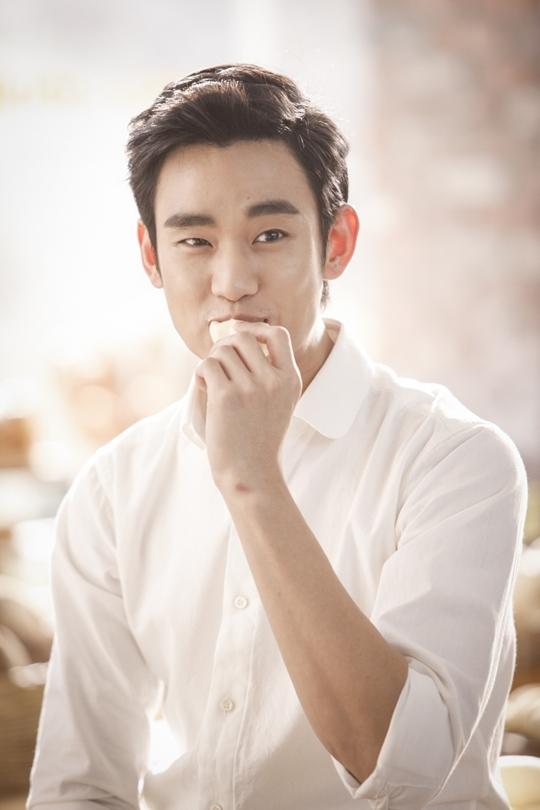Kim Soo Huyn luôn xuất hiện với vẻ lịch lãm và cuốn hút