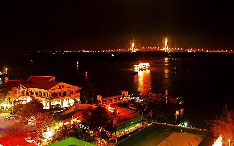 Cầu Cần Thơ nhìn từ sân thượng Kim Thơ Hotel