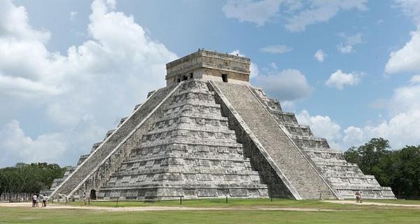 Kim tự tháp Chichen Itza