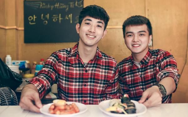 Hai chủ quán đẹp trai của Kimbap Hoàng Tử