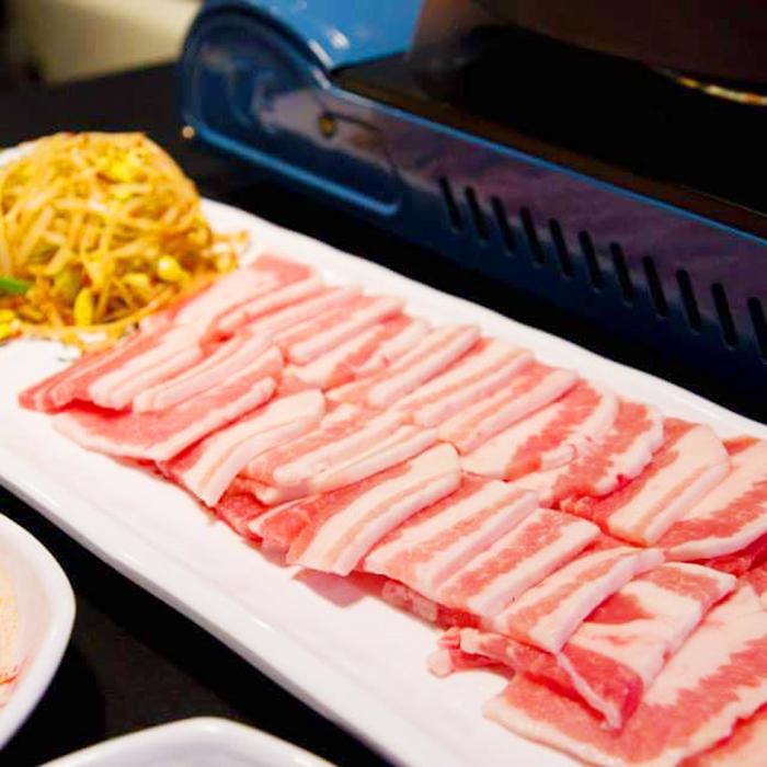 Sườn nướng, thịt nướng,.. ở đây đều làm từ những nguyên liệu tươi ngon được tuyển chọn kĩ càng.