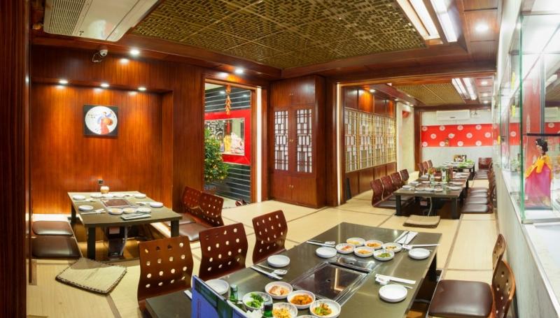 Đến King BBQ, bạn được thưởng thức sườn nướng trong một không gian sang trọng.