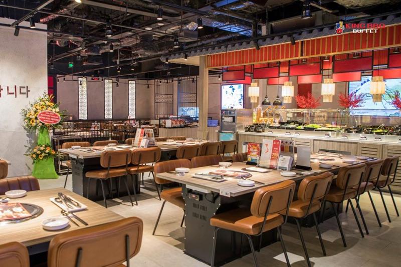 Không gian nhà hàng rộng rãi, cách bày trí ấm cúng và rất sang trọng