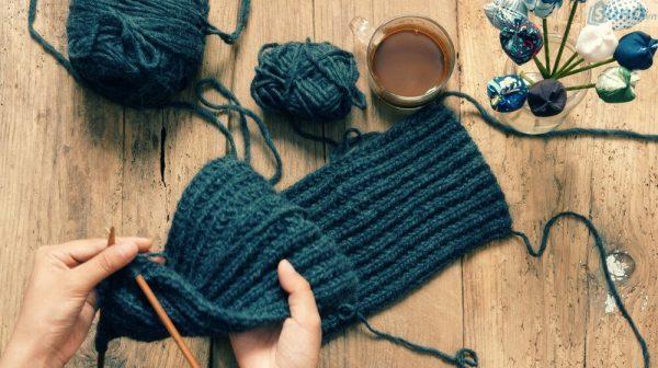 Đồ len sợi handmade chính là một sự lựa chọn tuyệt vời không thể không nhắc đến cho những các bà nội trợ đang băn khoăn Kinh doanh gì vào mùa đông này.