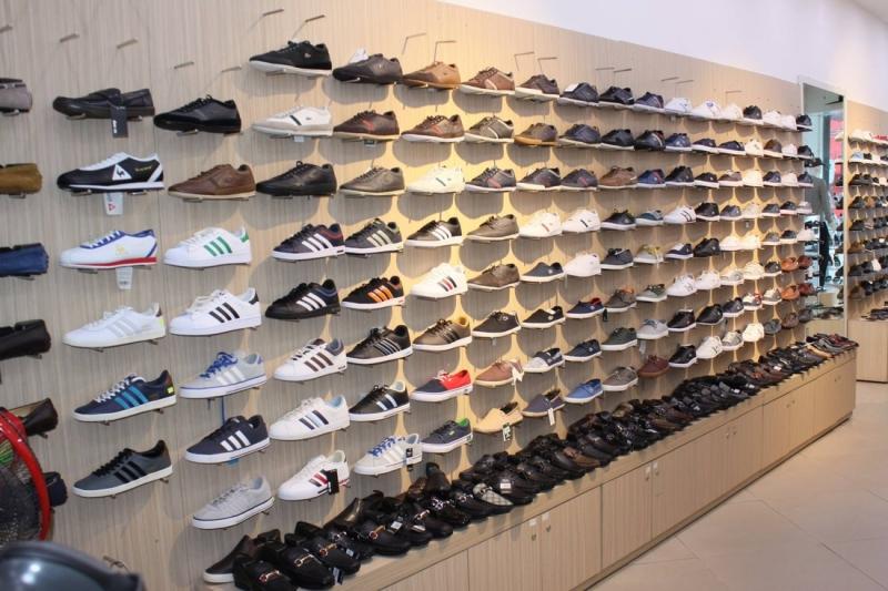 Kinh doanh giày dép là một trong những mặt hàng bán chạy nhất và thu được lợi nhuận lớn.