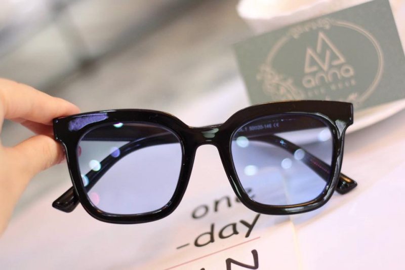 Mắt kính Anna