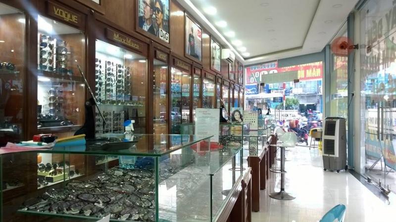 Các loại kính vô cùng phong phú tại cửa hàng