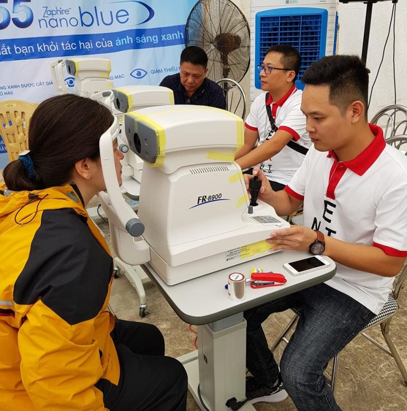 Khách hàng sẽ được đo mắt miễn phí khi cắt kính