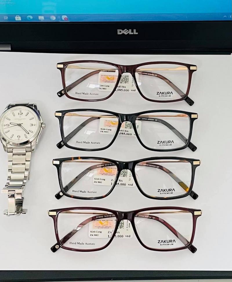Đồng hồ và kính mắt Yên Cầm với mấu mã đa dạng, đẹp mắt
