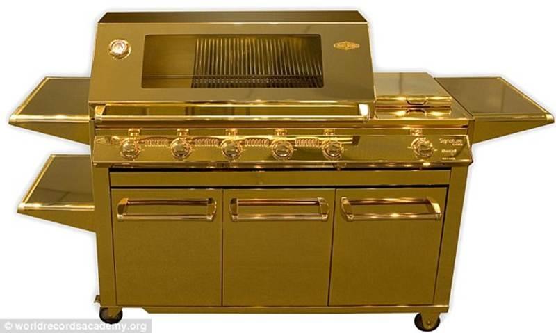 Gold Beefeater Barbecue Grill (bếp nướng thịt bò bằng vàng)