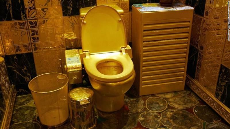Toilet vàng