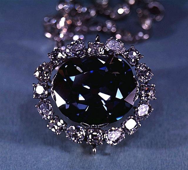 Viên kim cương Hope Diamond trị giá 350 triệu $