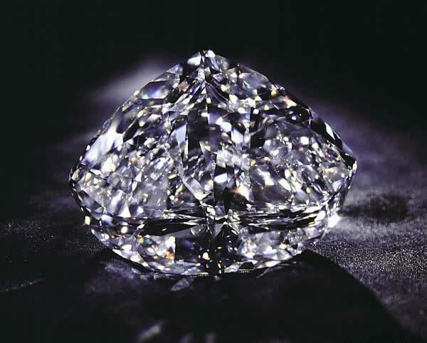 Viên kim cương De Beers Centenary Diamond trị giá 100 triệu $