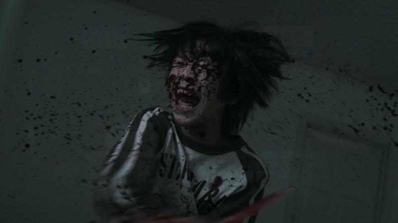 Phân cảnh ám ảnh trong phim khi Naoki cố gắng giết mẹ mình