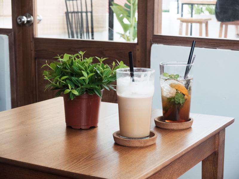 Đồ uống ở Kone Café có hai món chính là trà và cà phê.