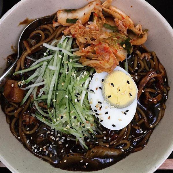 Top 10 địa chỉ ăn mì tương đen ngon nhất tại Hà Nội