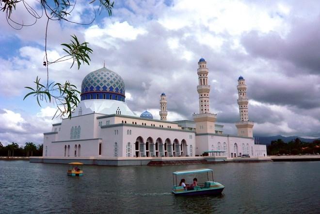 Vẻ đẹp kiến trúc nhà thờ Hồi giáo của thành phố cảng Kota Kinabalu