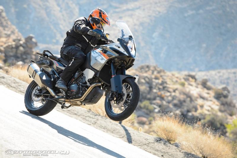 KTM 1190 Adventure có thể di chuyển được 402km với mỗi lần đổ đầy bình xăng (Nguồn: Sưu tầm)