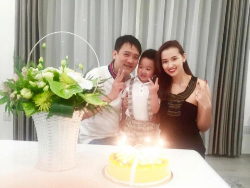 Hạnh phúc bên gia đình