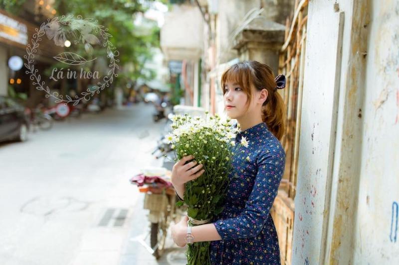Lá in hoa