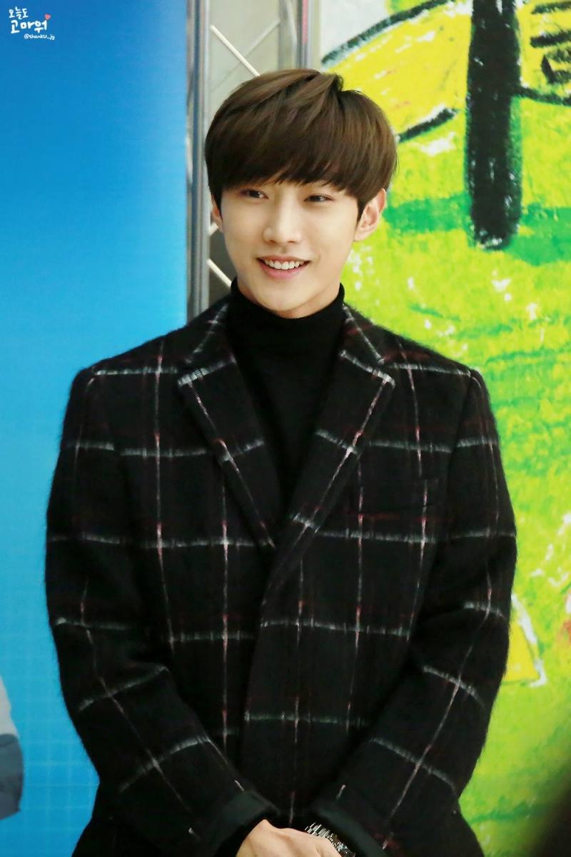 Jin Young là một leader thẳng thắn và nghiêm khắc