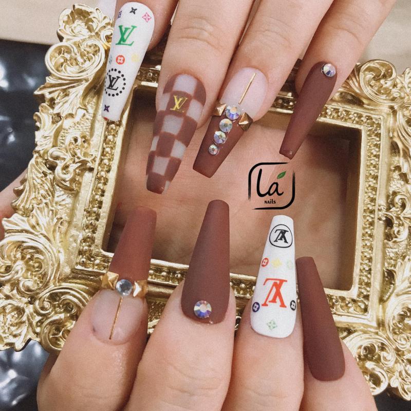 Lá Nails