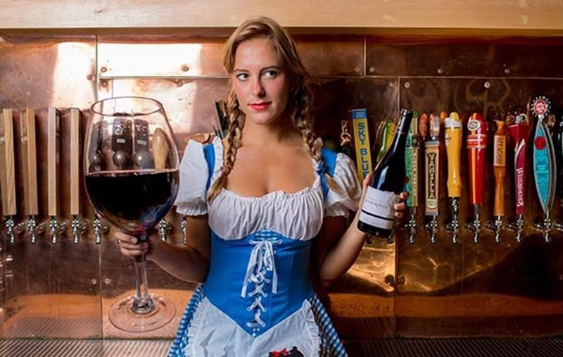 Phụ nữ đã lập gia đình không được phép uống hơn một ly rượu vang