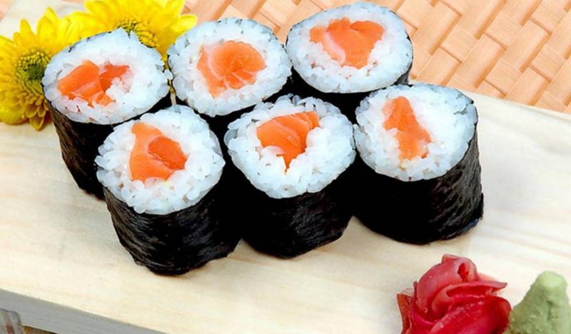 Món sushi hấp dẫn tại nhà hàng