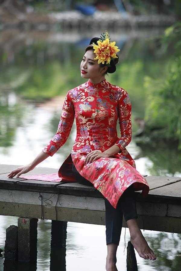 Là Phương có đủ kiểu áo dài cho các bạn chọn nha: áo dài thổ cẩm, áo dài cotton, áo dài ren, vv.
