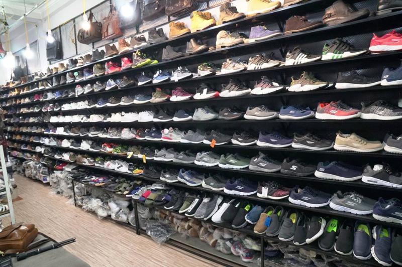 Shop có nhiều mẫu giày có sẵn, bạn chỉ cần đến và lựa chọn thôi
