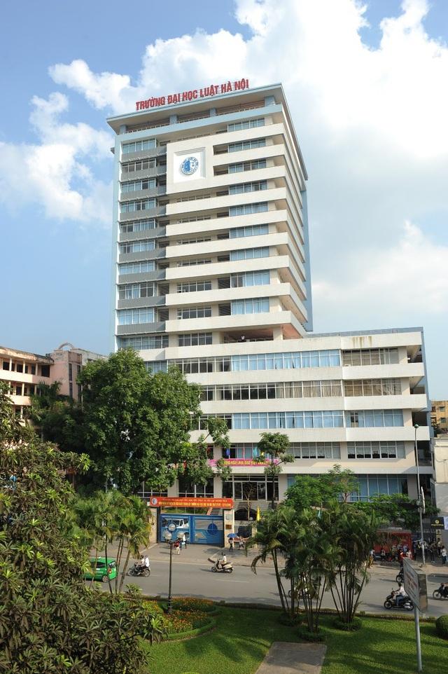 Tòa nhà A, trường Đại học Luật Hà Nội nhìn từ xa